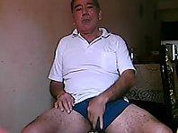 grandpa in de kitchen