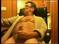 Sexy daddy jerks off on cam