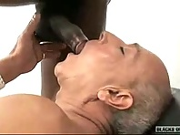 Discovered this clip with older gay men and many good daddies.